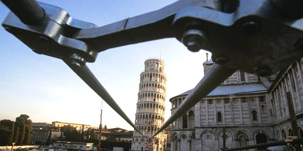 Why is leaning tower of pisa not falling